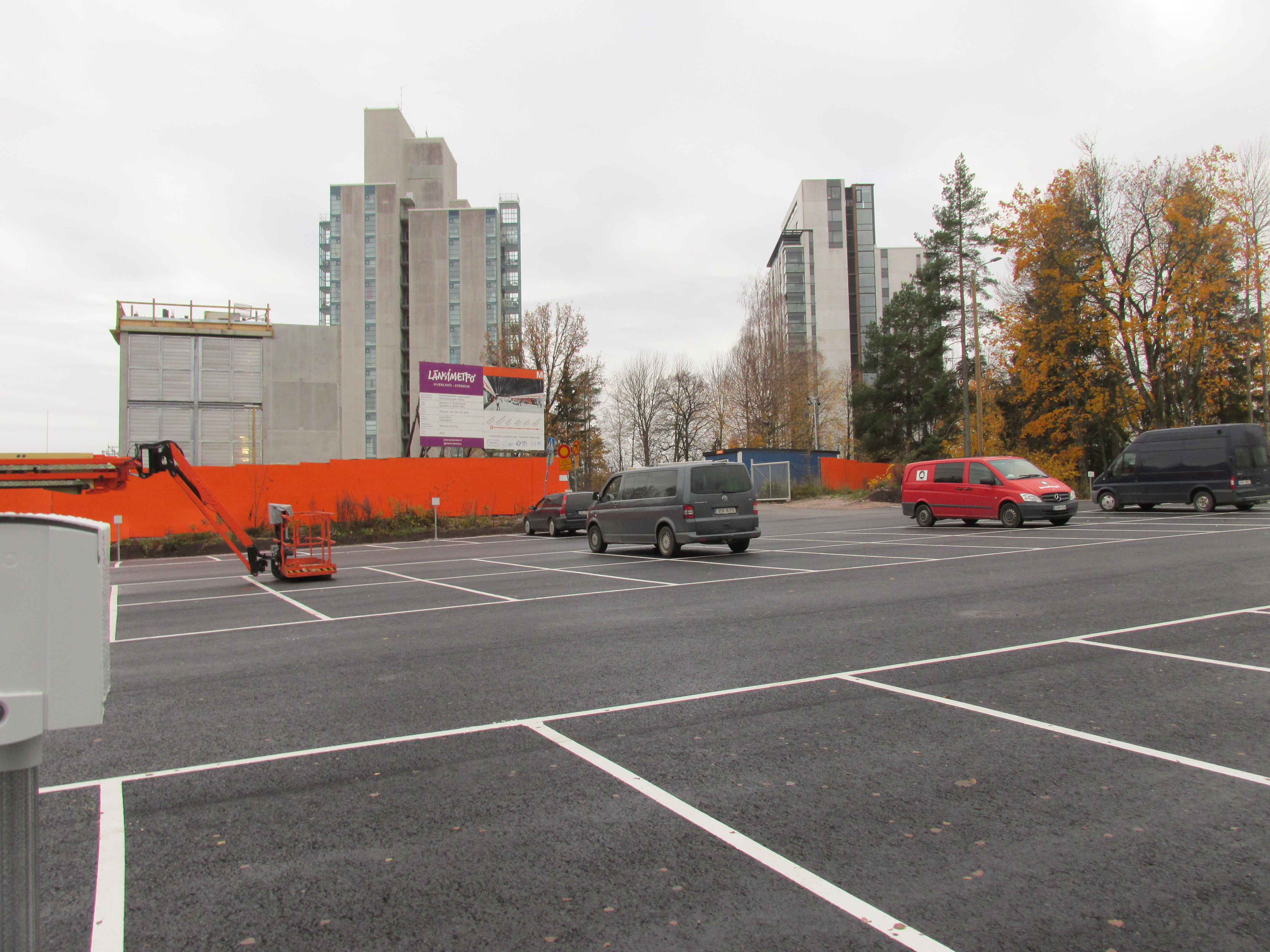 Nimi: Kivenlahden metroaseman parkkipaikka 2020, Kuvaaja: Tarja Kaltiomaa